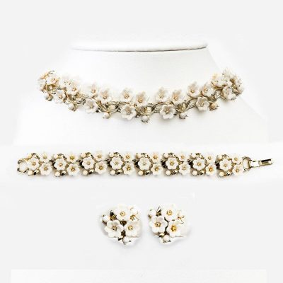 1950s Lisner Set, Necklace, Bracelet & Earrings, White Daisy & Gold Link